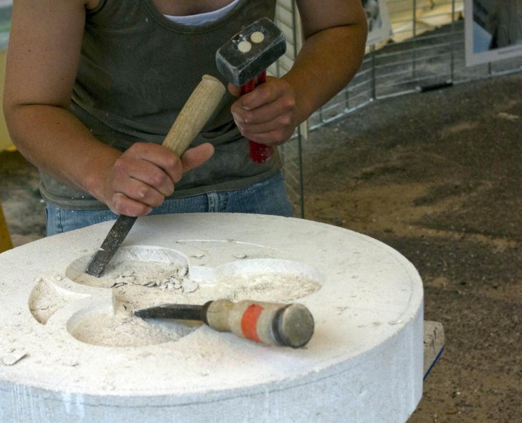 Dłuta francuskie z drewnianą rękojeścią używane do obróbki miękkiego wapienia