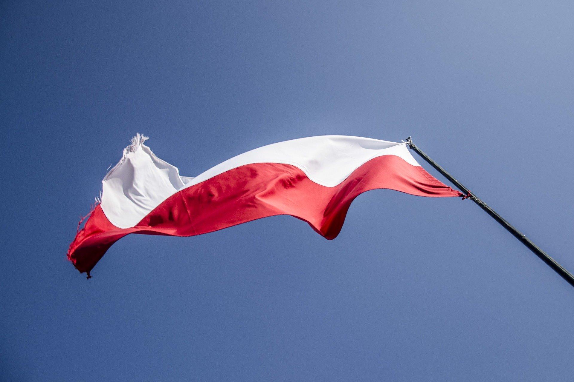 Pomniki cmentarne, miejsca pamięci w Polsce